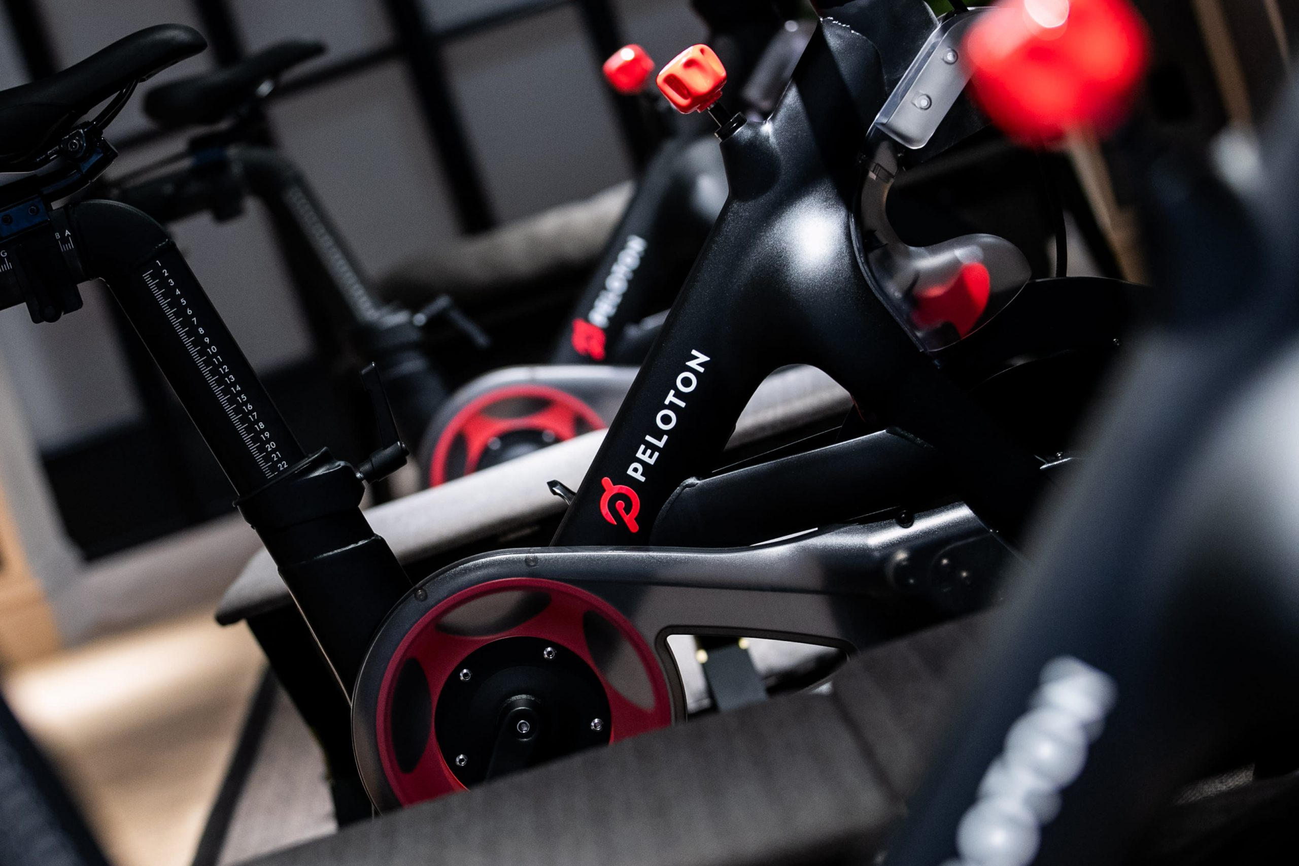 Peloton (PTON) studies fiscal Q1 2021 earnings, gross sales beat