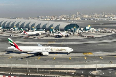 Emirates may swap Boeing 777x for smaller Dreamliners, chairman says
