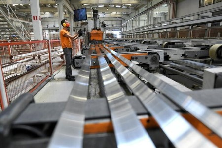 COLUMN-Aluminium producers battle to answer larger costs: Andy Residence