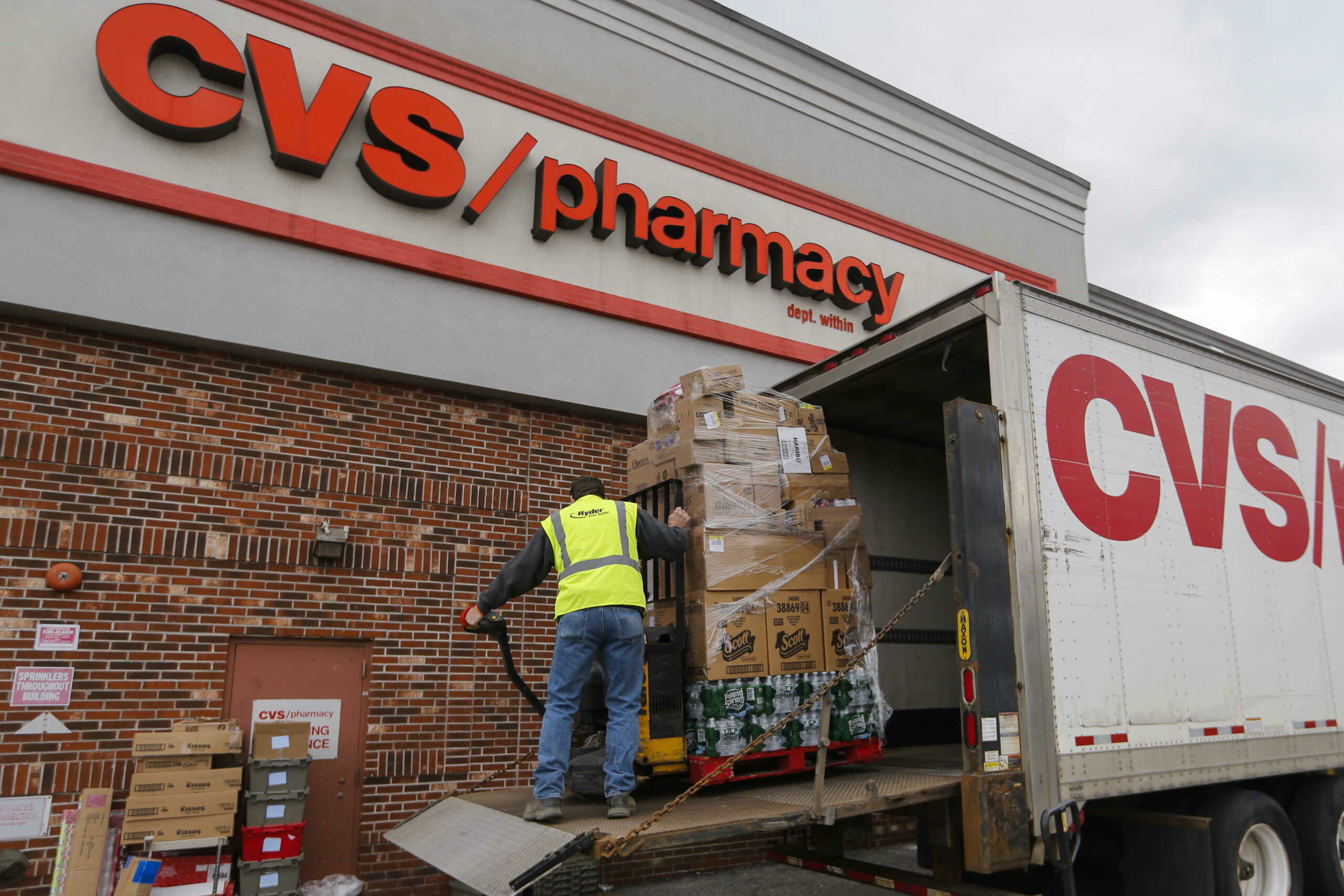 CVS Well being raises wages, cuts schooling necessities amid labor scarcity