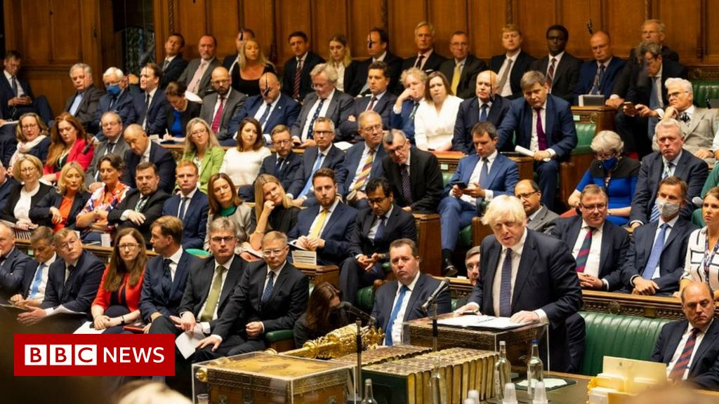 Covid: Most Conservative MPs ditch masks as Commons returns
