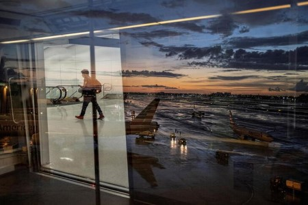 FAA urges airports to help in unruly air passenger crackdown